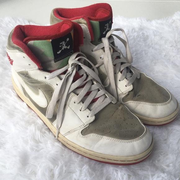 554a80ee12483e Men s Nike Hare Jordan s Retro Bugs Bunny 11.5. M 5a96ca783800c5c228ef2a5c